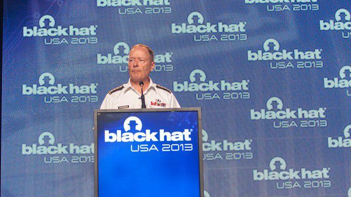 General Keith Alexander versucht die Anwesenden von der patriotischen Pflicht zur Überwachung zu überzeugen.