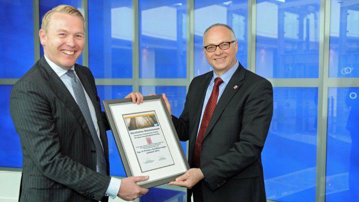 Im Rahmen einer Feierstunde erhielt Horst Westerfeld, CIO des Landes Hessen, das Zertifikat aus den Händen von Hartmut Thomsen, Managing Director SAP Deutschland (links im Bild).