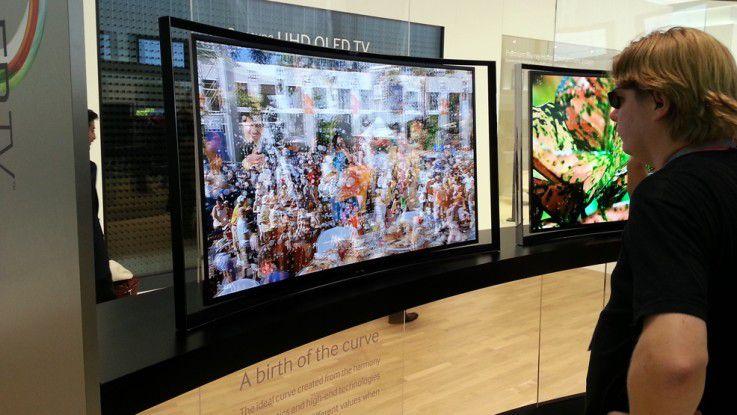 Auf dem OLED TV S9C können zwei Programme gleichzeitig dargestellt werden.