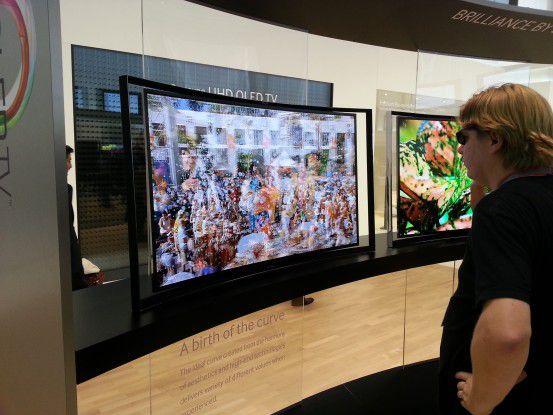 Während sich die beiden Filme hier noch überlappen, kann der Nutzer mit einer aktiven Shutter-Brille sein Programm herausfiltern.