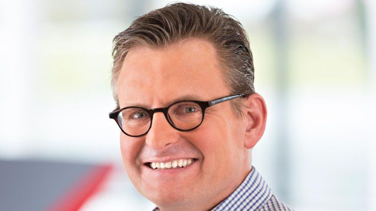 Dieter Schoon, Itelligence, freut sich, wenn auch in neuen Zeiten Bewerbungsfotos noch mitgeschickt werden.