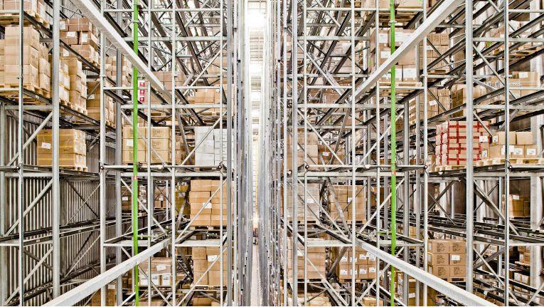 Pakete im Online-Handel sind im Schnitt etwa zur Hälfte gefüllt.