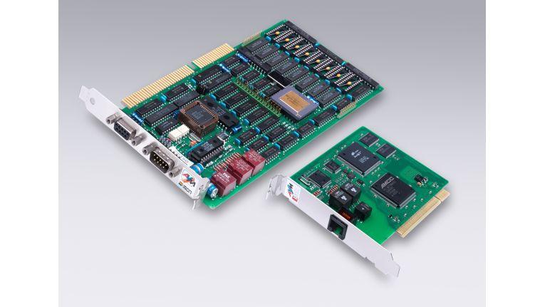 25 Jahre: Im Bild links der erste ISDN Controller B1, rechts einer der letzten ISDN Controller B1 PCI 4.0.