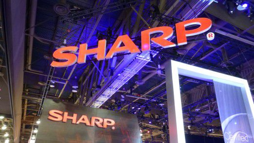 Sharp-Logo an einem Messestand