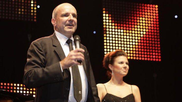 """Der vormalige Bayer- und jetzige Almirall-CIO Matthias Moritz und seine Frau Elena Lay bei einem Auftritt ihrer """"Magic Moments Band""""."""