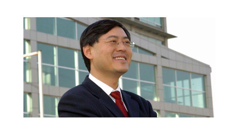 Yang Yuanqing, CEO von Lenovo, kritisiert die kostenlose Upgrade-Politik von Microsoft als falsch.