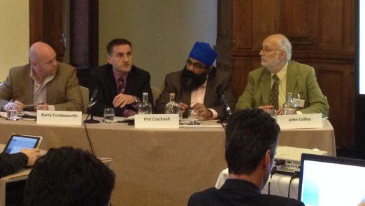 Im Rahmen eines CISO-Panels diskutierten Barry Coatesworth, der ehemalige IT-Security-Chef von TNT Express Phil Cracknell und ISACA-Mann Amar Singh gemeinsam mit Moderator John Colley von (ISC)² (v.l.).