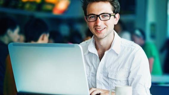Auf einen arbeitslos gemeldeten Informatiker kommen heute 3,5 offene Stellen.