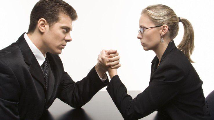 Beziehung am Ende? Wollen beide Partner Karriere machen, wird das oft zum Kräftemessen der beruflichen Interessen.