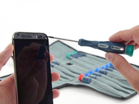 iFixit hat sich das HTC One M8 vorgenommen