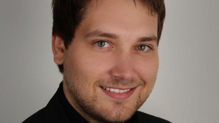 Bitkip-Geschäftsführer Simon Lukas berät sich mit den anderen Spiceworks-Mitgliedern über aktuelle Entwicklungen in Hard- und Software.