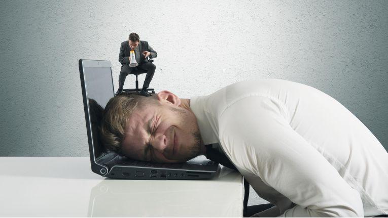 Ein nerviger Chef und ein stressiger Job können schnell zu Erschöpfungszuständen oder Schlimmeren führen.