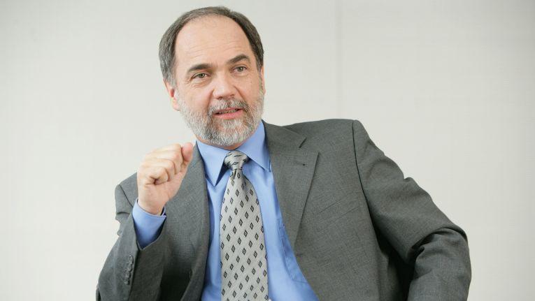 Fujitsu-CTO Joseph Reger referierte vor Journalisten über den schweren Weg hin zum digitalisierten Unternehmen.