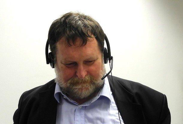 CW-Redakteur Jürgen Hill beim Test der Audioqualitäten von MeetMe.