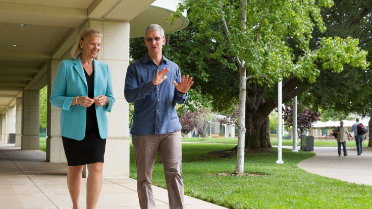IBM-CEO Virginia Rometty (links im Bild) mit Apple-Chef Tim Cook