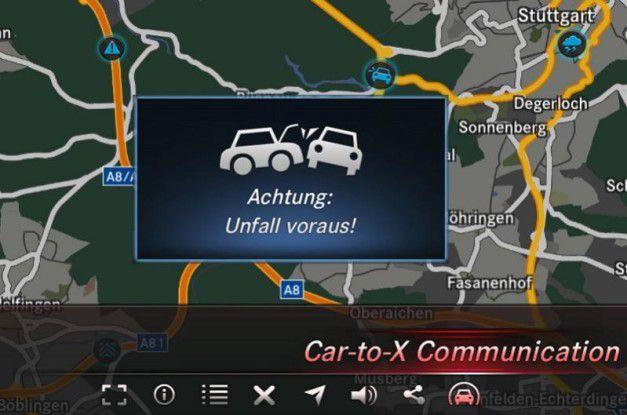 Connected-Car-Szenario bei Mercedes: Das Infotainment-System warnt für Gefahren auf der Straße.