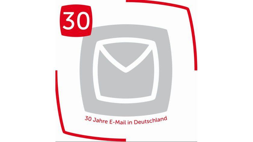 Vor 30 Jahren bremsten die hohen Übertragungskosten den Mail-Versand noch aus.