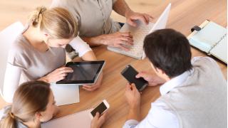 Beraterteams: Mobile-Experten und Generalisten arbeiten Hand in Hand - Foto: goodluz - Fotolia.com
