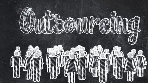Bei IT-Outsourcingprojekten ist es hilfreich, frühzeitig die Personalabteilung mit einzuschalten, um die Mitarbeiter darauf vorzubereiten.