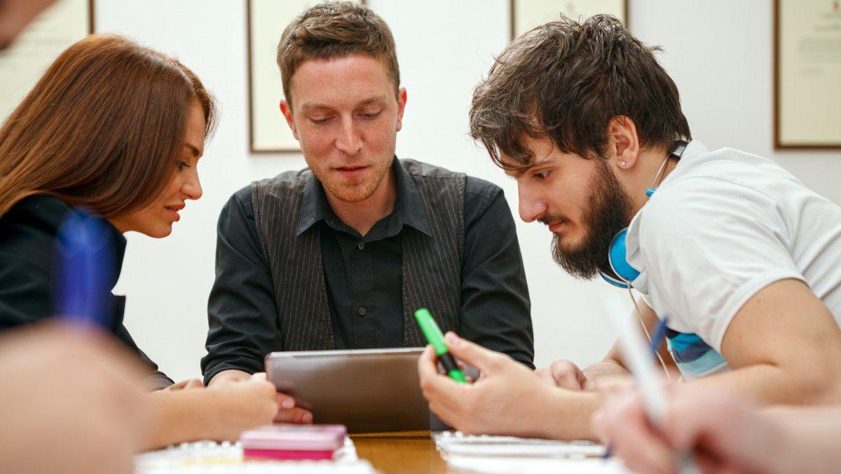Nett Student Nimmt Proben Wieder Auf Bilder - Beispiel Business ...