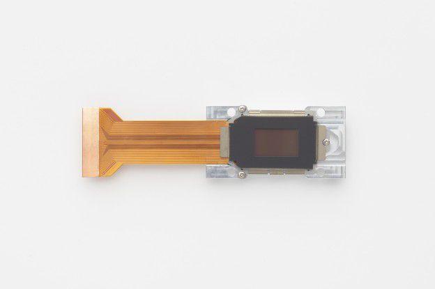 Die LCoS-Technologie erlaubt eine sehr kleine Bauweise.