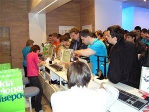 Auf den Spuren des Apple iPhone: Verkaufsstart des Nokia 5800 XpressMusic in Moskau.