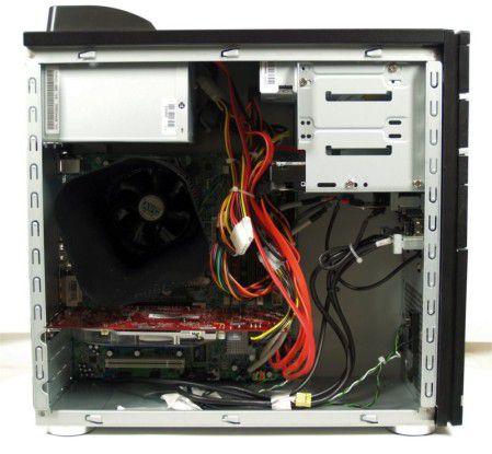 Blick ins Innere des Aldi-PCs: Keine scharfen Kanten und sauber verlegte Kabel