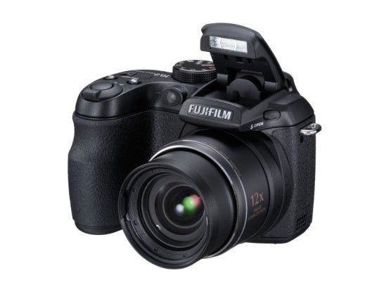 Fujifilm Finepix S1500: Die Bridge-Cam soll besonders Familien ansprechen.