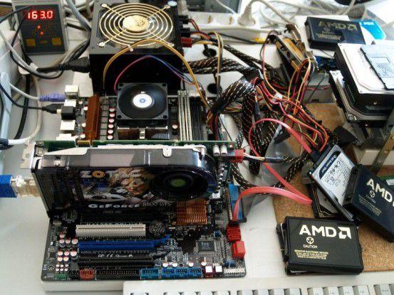 Die Testplattform des AMD Phenom II X4 955 Black Edition