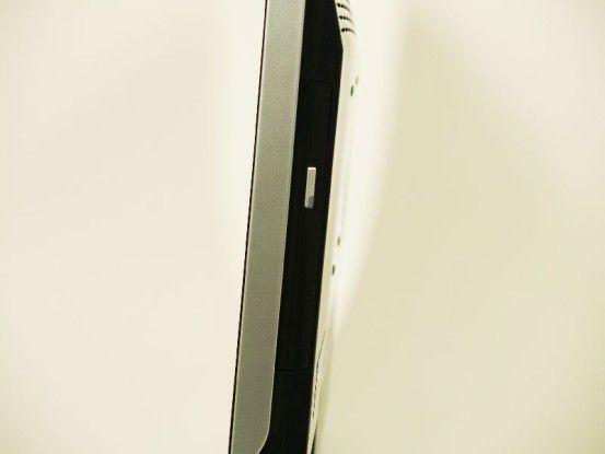 MSI Wind Neton AP1900: Trotz flachem Design findet ein DVD-Brenner Platz