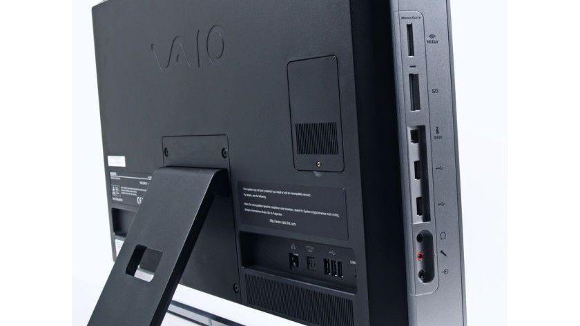 Zugänglich: Die seitlichen Anschlüsse des Sony Vaio VPC-L11M1E/S.
