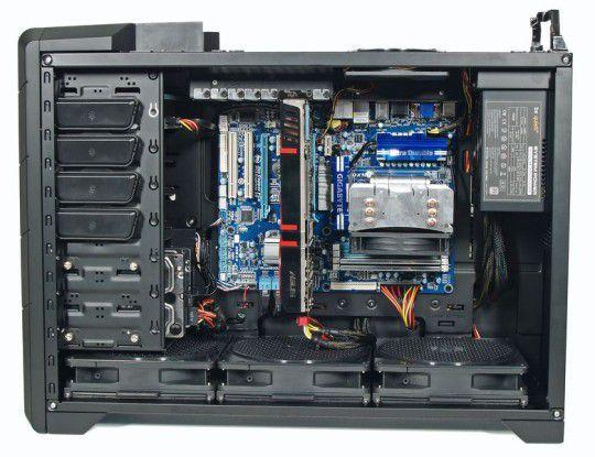 Ultraforce X6 1090T - ATI HD5870 SATA3: genügend Spielraum für Erweiterungen