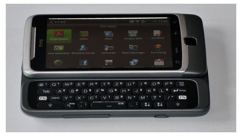 Slider: Unter dem Display lässt sich eine QWERTZ-Tastatur herausziehen.