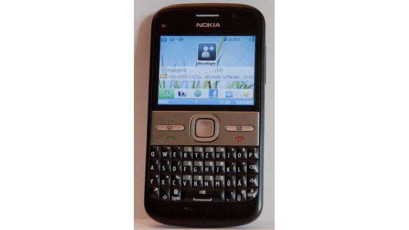 E-Mailer: Das Nokia E5 bietet eine vollwertige Tastatur und einen cleveren E-Mail-Client.