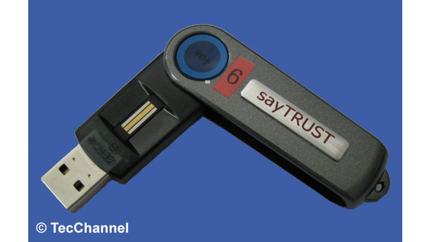Komplettsystem: Als Zugangsschlüssel für den sayTrust-Server dient ein USB-Stick mit entsprechenden Zertifikaten und kombinierter Authentifizierung per PIN oder Finger-Scan.