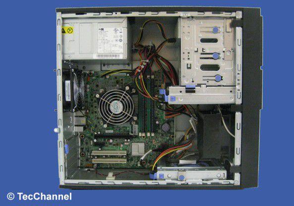 Innenansicht: In dem Tower-Server arbeitet eine Quad-Core-Xeon-CPU mit 3,2 GHz Taktfrequenz.