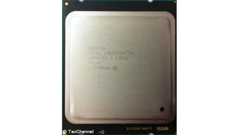 Core i7-3820: Der Prozessor mit Sandy-Bridge-Architektur arbeitet mit 3,6 GHz Basistaktfrequenz. Im Turbo Mode werden es bis zu 3,9 GHz. Dem LGA2011-Modell stehen vier Kerne sowie 10 MByte L3-Cache zur Verfügung.