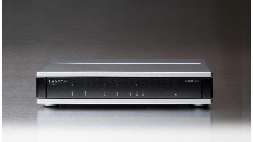 Lancom 1631E: Der VPN-Router bietet drei konfigurierbare Ports die für LAN, WAN, DMZ, VLAN oder als Monitor genutzt werden können.