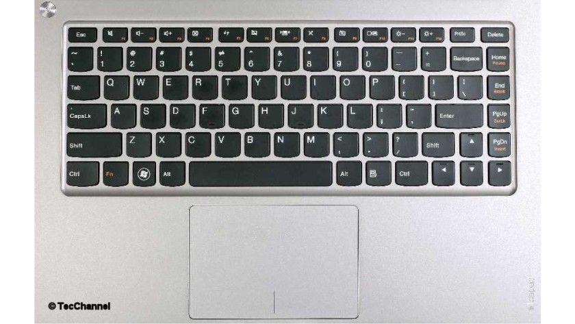 Geht doch: Trotz sehr flachem Gehäuse bietet die Tastatur ein angenehmes Hub-Gefühl und erlaubt schnelles Schreiben.