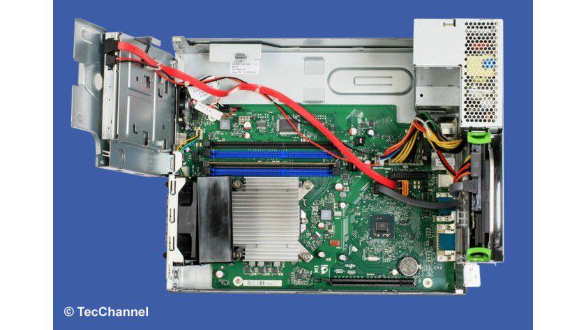Innenleben: Bedingt durch den Formfaktor bietet der Esprimo C710 nur bedingt Platz für Erweiterungen.