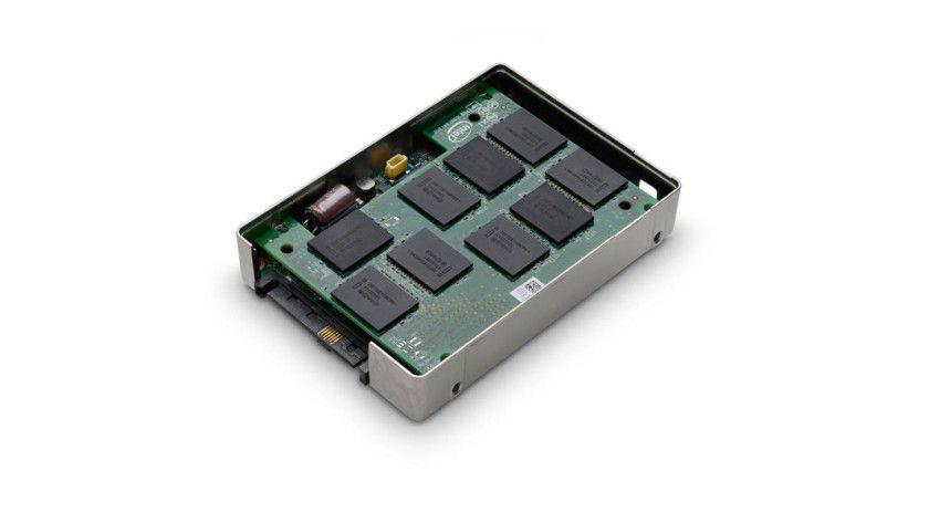 HGST Ultrastar SSD800MH: Die neue Enterprise-SSD im 2,5-Zoll-Format nutzt erstmals SAS 12 Gb/s als Schnittstelle. Damit erreicht die SSD laut Hersteller eine maximale sequenzielle Leserate von 1200 MByte/s.