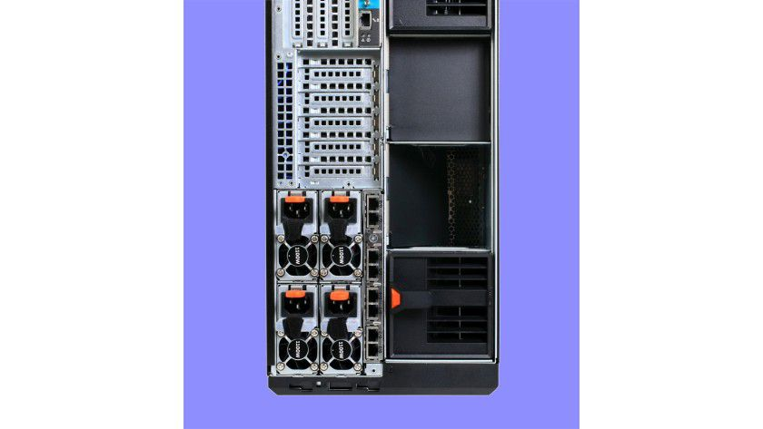 Netzwerkverbindungen: Der Dell PowerEdge VRTX besitzt in der Grundversion acht Gbit-Ethernet-Ports.