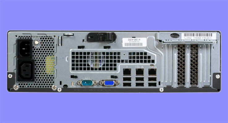 Kontakt bitte: Der Primergy TX120 bietet auf der Rückseite nur Standardschnittstellen.