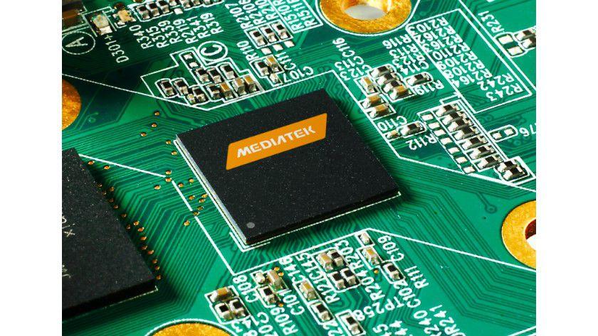 Mediatek MT6732: Der Chip nutzt ARMs Cortex-A53-Kerne. Die 64-Bit-Cores sind im Gegensatz zu den 64-bittigen Cortex-A57-Kernen, die es ebenfalls von ARM gibt, nicht auf Performance optimiert.