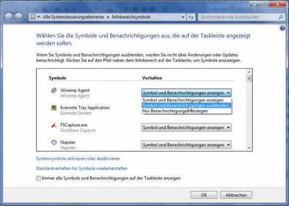"""Über die Schaltfläche """"Infobereich anpassen"""" legen Sie fest, welche Programme im Systemtray neben der Uhr auftauchen."""