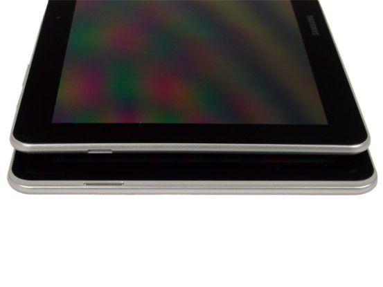 Beim ersten Galaxy Tab 10.1 waren die Lautsprecher seitlich angebracht (oben), beim neuen Modell wandern sie an die Gehäusefront