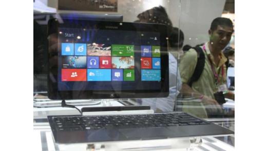 Samsung zeigt seine Windows-8-Tablets mit ansteckbarer Tastatur.