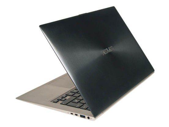 Das Zenbook besitzt einen dunkelgrauen Alu-Deckel