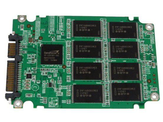 Controller und Flashchips der Adata SX910