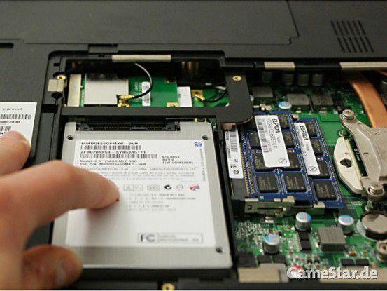 Wer Abstriche beim verfügbaren Speicherplatz machen kann, erhält mit dem Einbau einer SSD einen erheblichen Leistungsschub.